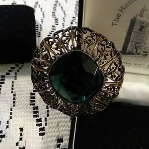 ANTIQUE LOOKING BROOCH GREEN STONE